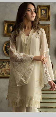 Ideas Style Classy Elegant Sleeve For 2019 Latest Pakistani Dresses, Pakistani Fashion Party Wear, Indian Fashion Dresses, Pakistani Dress Design, Pakistani Outfits, Eid Outfits, Pakistani Kurta Designs, Indian Fashion Modern, Pakistani Designer Clothes