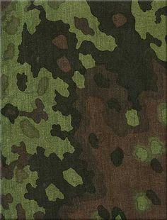 german ww2 SS-Beringt-Eichenlaubmuster (spring–summer) 1942-1945 Ww2 Uniforms, German Uniforms, Military Uniforms, Army Times, Uniform Insignia, Germany Ww2, Camouflage Patterns, Camo Designs, Military Camouflage