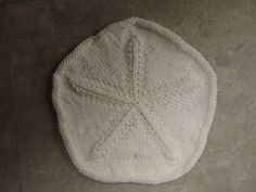 Ravelry: Keyhole Sand Dollar knitted pattern by Maryann Walsh, would be great as a dishcloth, guest washcloth or coaster!