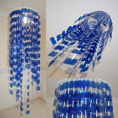 material para unas   Cómo hacer Lámpara con botella de plástico reciclado   Mujer Hogar ... Reuse Plastic Bottles, Plastic Bottle Flowers, Plastic Bottle Crafts, Recycled Bottles, Canvas Art Projects, Diy Light Fixtures, Pet Bottle, Diy Décoration, Boho Diy