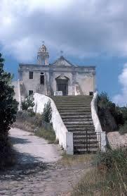 Chiesa della Scalinatella a Lipari, dove Malaparte viene mandato al confino nel 1934. La scalinata trapezoidale, scavata nel tufo, diventa ISPIRAZIONE per la sua villa a Capri.