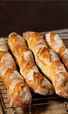 Kalte Führung - 52 Stunden Baguette selber backen - Brot - Kalte Führung – 52 Stunden Baguette selber backen The cold guide is a great way to bake fantastic baguettes yourself – all you need is space in the fridge and a little patience. White Pizza Recipes, Pastry Recipes, Bread Recipes, Paleo Bread, Bread Baking, Paleo Meal Plan, French Desserts, French Recipes, Gluten Free Pizza