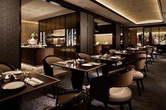 "The Ritz-Carlton, Tokyo ""Club Lounge"" Diy Interior, New Interior Design, Restaurant Interior Design, Interior Design Companies, Cafe Interior, Best Interior, Hotel Lounge, Modern Restaurant, Restaurant Lighting"