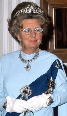 royalwatcher:  Queen Juliana in the Mellerio Sapphire parure.