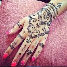 New bridal mehndi designs hands ash kumar fingers 30 Ideas Cute Henna Designs, Mehndi Art Designs, New Bridal Mehndi Designs, Beautiful Henna Designs, Mehndi Designs For Hands, Henna Tattoo Designs, Flower Tattoo Designs, Henna Tattoo Hand, Tribal Hand Tattoos