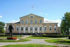 Raahe City Hall, Urho Kekkonen statue. Northern Ostrobothnia, Finland. - Pohjois-Pohjanmaa