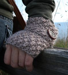 Knitting pattern for simple fast Mitten Cuffs