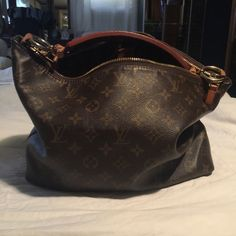 Lois Vuitton Sully bag MM Bought from another posher decided to resell good condition . Purchased 2012 made in U.S.A. Clean inside Louis Vuitton Bags