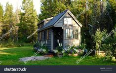 6 Years of Off-Grid Tiny House Living in Wyoming with Ariel McGlothin - Ideen finanzieren Off Grid Tiny House, Tiny House Living, Micro House, Tiny House Plans, Tiny House On Wheels, Tiny House Village, Tiny Houses, Guest Houses, Pool Houses