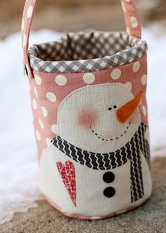 Snowman Pail from Sweetwater - This is to cute and the possibilities are endless on what you can put in it. by mandy Snowman Crafts, Christmas Projects, Holiday Crafts, Cute Snowman, Quilting Projects, Sewing Projects, Fabric Crafts, Sewing Crafts, Snowman Quilt