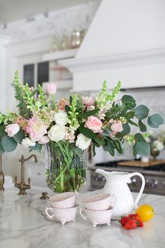 Pink Flowers Inspiration : Ideas for Home - Flowers.tn - Leading Flowers Magazine, Daily Beautiful flowers for all occasions Pink Peonies, Pink Flowers, E Design, Floral Design, Design Ideas, Kitchen Island Decor, Kitchen Ideas, Easy Home Decor, Spring Home