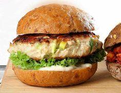 Burger pikantny Salmon Burgers, Hamburger, Chicken, Cooking, Ethnic Recipes, Food, Cucina, Salmon Patties, Kochen