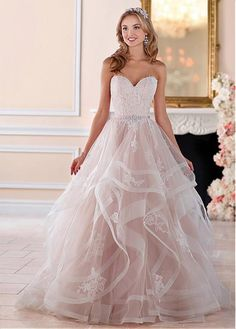 Buy discount Charming Tulle Sweetheart Neckline A-Line Wedding Dresses With Lace Appliques at Laurenbridal.com