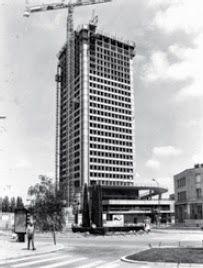 La tour Bretagne en cours de construction en 1975. Elle fut achevée en 1976