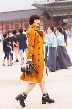 Song Yee photographed by Sun Hye Shin in Seoul - love this trench
