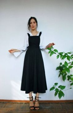 Black Suspender Skirt Minimalist Betel Rok Source by Naisms Long Skirt Outfits, Modest Outfits, Modest Fashion, Hijab Fashion, Korean Fashion, Fashion Dresses, Long Black Skirt Outfit, Circle Skirt Outfits, Black Skirts