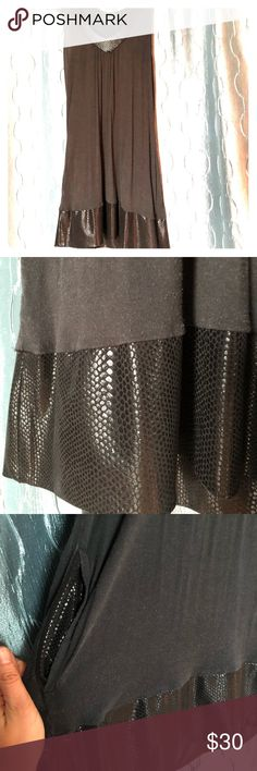 Express dress Express dress with snake skin accents. AND POCKETS! Pairs well with a cute skinny belt 😍 Express Dresses Mini