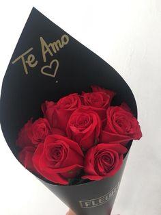 Flower Box Gift, Flower Boxes, Valentines Day Decorations, Birthday Decorations, Valentine's Day Flower Arrangements, Barbecue Garden, Graduation Party Centerpieces, Emoji Images, Chocolates