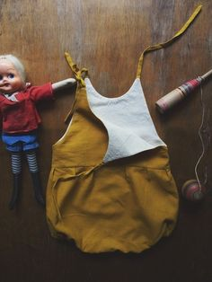 Naturally Dyed Penny Romper: this site for clothing ideas for baby Little Fashion, Baby Girl Fashion, Kids Fashion, Les Enfants Sages, Kids Outfits, Cute Outfits, Baby Couture, Stylish Kids, Classic Outfits