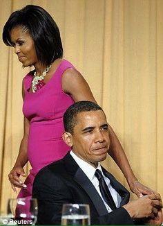 President Barak Obama With Lady Michelle Obama With Daughters Malia Obama & Sasha Obama. Malia Obama, Barack Obama Family, First Black President, Mr President, Black Presidents, American Presidents, Joe Biden, Durham, Barak And Michelle Obama