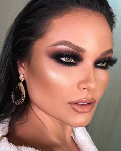 Gorgeous Makeup: Tips and Tricks With Eye Makeup and Eyeshadow – Makeup Design Ideas Day Eye Makeup, Glam Makeup Look, Blue Eye Makeup, Eye Makeup Tips, Gorgeous Makeup, Makeup Looks, Hair Makeup, Makeup Ideas, Makeup Tutorials