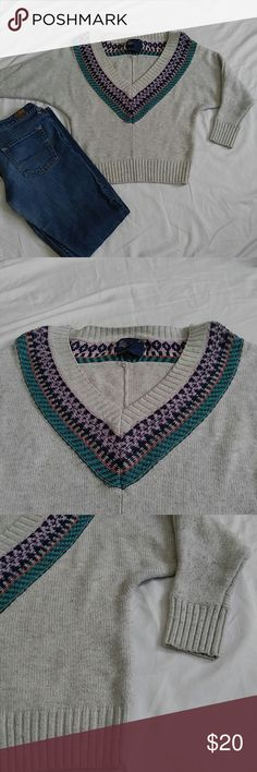 Alpine Style AE Sweater Great fit. 3/4 sleeve. Perfect for fall with shorts and boots. American Eagle Outfitters Sweaters V-Necks