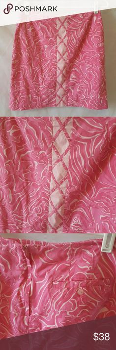 """Lilly Pulitzer pink lattice simple skirt Lilly Pulitzer pink skirt. Pattern is called """"palm beach tony"""". Pleated at the top. Zipper and button closure in the back. Small pocket on back (pictured). Like new condition. Smoke free home.   ** 10% off bundle- 2 or more items ** Lilly Pulitzer Skirts"""