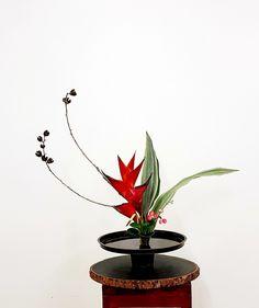 Ikebana, Table Set Up, Japanese Flowers, Bonsai, Planter Pots, Floral Design, Table Settings, Vase, Table Decorations