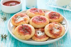 Pizzette veloci e morbidissime, senza lievitazione Antipasto, Vol Au Vent, Muffins, Party Buffet, Cooking Together, Keto Bread, Finger Foods, Catering, Food Porn