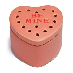 A love as sweet as yours deserves a daily declaration! Inspired by the classic candies bearing innocent affections, this heart-shaped warmer is the perfect gift for the one you love this Valentine #bemine #scentsy #VDay #WOTM