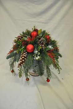 Christmas Flowers, Christmas Cards To Make, Christmas 2019, Christmas Wreaths, Christmas Crafts, Merry Christmas, Easy Holiday Decorations, Christmas Centerpieces, Flower Factory