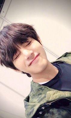 ❞ It all started from Hoseok pecking Taehyung to shut him up. Bts Taehyung, Jimin, Bts Bangtan Boy, Foto Bts, Bts Photo, Daegu, Jung Hoseok, Seokjin, K Pop