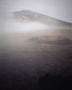 Le soleil s'était caché laissant place à la brume. Le sol était tiède et l'atmosphère humide. Malgré un silence pesant on devinait sa présence. Il contenait sa colère. Il aurait pu s'exprimer. Mais c'était inutile nous n'étions rien et le savions déjà.  #foto #photografy #photographie #photo #volcano #volcan #pitondelafournaise #lareunion #7daysnaturechallenge #fog #foggy #foggyday #nature #natura #colors #couleur #instagram #instapic #instamoment #instamood #mood #cratere  Day 2 I'm…