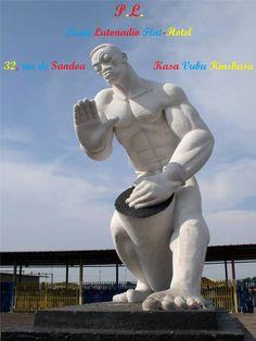 Ekeko ya Mobeti Mbonda ya FIKIN La statue du joueur de Tam-tam de la FIKIN The statue of FIKIN player drums La estatua del jugador de tambores de la FIKIN