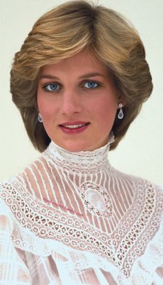 royal-roaster: beautiful high res portrait of Diana (take the time to look at the full size)