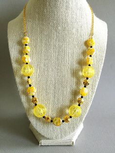 This gold and yellow necklace are made using different type of beads. Materials: 3mm black crystal gold connectors 12mm plastic beads Measure: 17 inch