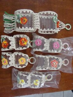 Support for toilet paper made with pet bottle Recycled Crafts, Diy And Crafts, Crafts For Kids, Arts And Crafts, Paper Crafts, Crochet Mandala Pattern, Crochet Headband Pattern, Plastic Bottle Crafts, Recycle Plastic Bottles