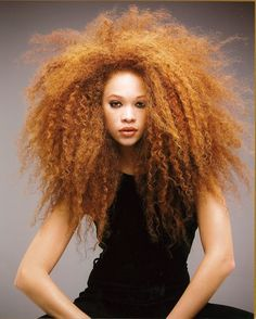 so bold. Of course, when my white girl afro does this it looks ridiculous but at least I can admire how it's SUPPOSED to look! Hair Rainbow, Curly Hair Styles, Natural Hair Styles, Pelo Afro, Pelo Natural, Natural Redhead, Natural Beauty, Corte Y Color, Natural Hair Inspiration