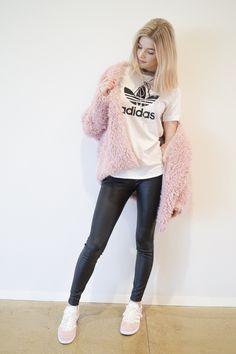 #adidasgazelle #adidas #gazelle #pink #pinkgazelle #pinkshoes #adidasshoes #outfit