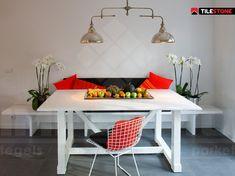 volkeramische vloertegel, impermo, onderhoudsvriendelijk, licht reliëf, keuken vloertegel, rode kussens, witte tafel, witte stoel