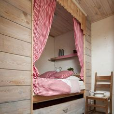 A 'bedstee' or 'bedstede' is a type of bed that's build in a cabinet with doors or curtains in front. What a cozy way to build sleeping into a room or hall! Extra Bedroom, Master Bedroom, Bedroom Decor, Small Rooms, Small Spaces, Retro Mode, Red Cottage, Types Of Beds, Cozy Nook