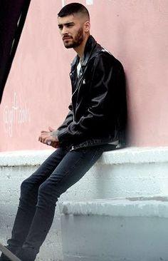 Zayn Malik models studded leather jacket for photoshoot in Hollywood Daily Mail Zayn Malik, Sean Faris, Ex One Direction, Best Beard Styles, Studded Leather Jacket, Now And Forever, West Hollywood, Bad Boys, Boy Bands