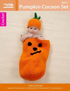 Crochet Pumpkin Cocoon Set - Crochet this adorable cocoon set for your little goblin, the light of your life will be the life of the Halloween party dressed in this hand crafted crocheted jack-o-lantern cocoon. Crochet Baby Cocoon, Crochet Baby Clothes, Baby Blanket Crochet, Newborn Crochet, Crochet Costumes, Baby Costumes, Loom Knitting, Baby Knitting, Baby Patterns