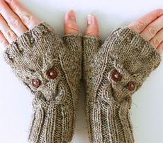Ravelry: Owl Cable Knit Fingerless Mittens pattern by Crystal Lybrink Mittens Pattern, Knit Mittens, Knitted Gloves, Knitted Owl, Mode Crochet, Knit Or Crochet, Knitting Patterns Free, Crochet Patterns, Owl Patterns
