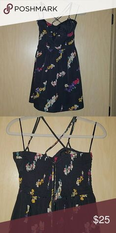 American Eagle Dress Criss cross strappy back floral patterned American Eagle dress. Pockets, perfect condition. American Eagle Outfitters Dresses