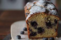 Un plumcake al kefir super soffice e arricchito dai mirtilli davvero ottimo per colazione. Potete usare uno stampo da plumcake oppure fare dei mini panini/m
