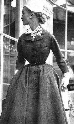 •♥•✿ڿڰۣ(̆̃̃•Aussiegirl #Vintage #Wear Fashion ♥ 1950's small waist