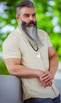 Garibaldi Beard style for men to rock in 2020 Grow A Thicker Beard, Thick Beard, Short Beard, Long Beard Styles, Hair And Beard Styles, Short Hair Styles, New Beard Look, Beard Maintenance, Beard No Mustache