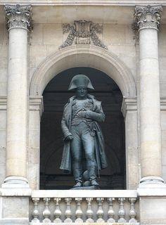 Statua di Napoleone agli Invalidi di Parigi