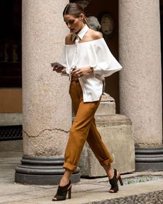 Spotted during MFW, style queen Olivia Palermo. Rate this ou. Paris Chic, Look Fashion, Fashion Outfits, Womens Fashion, Fashion Trends, Looks Chic, Looks Style, Celebrity Dresses, Celebrity Style